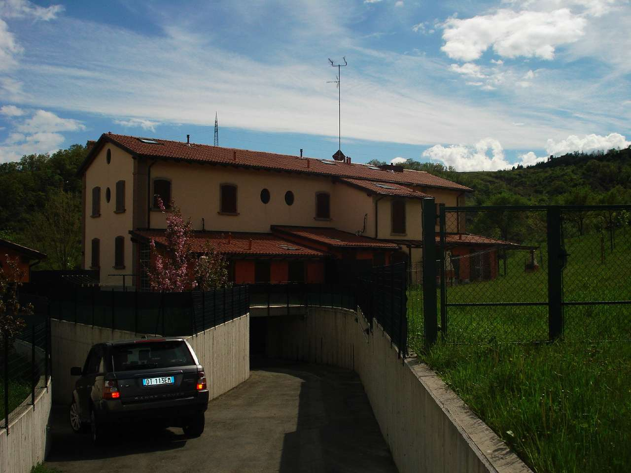 Rustico / Casale in affitto a Bologna, 9 locali, zona Zona: 10 . Colli, San Mamolo, San Luca, Castiglione, Ravone, prezzo € 1.600 | CambioCasa.it