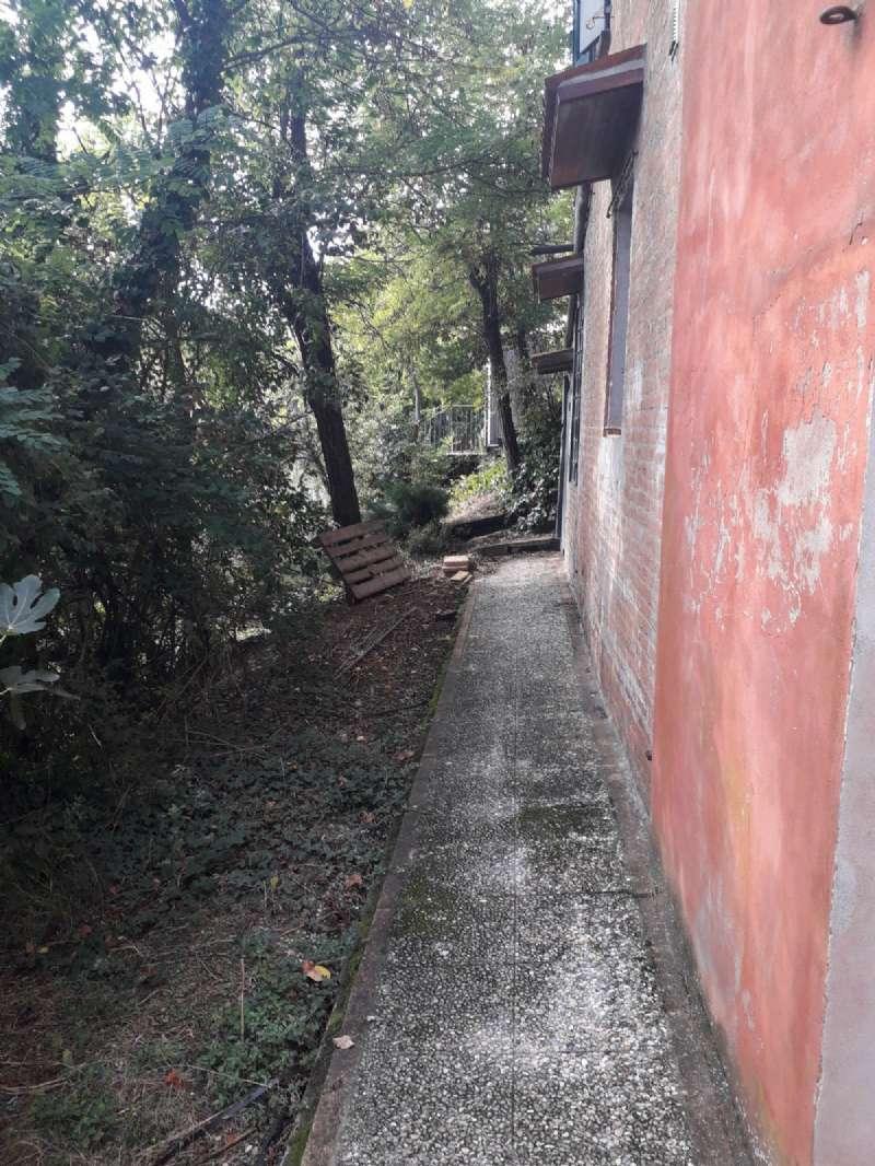 Villa in vendita a Sasso Marconi, 12 locali, prezzo € 370.000 | CambioCasa.it