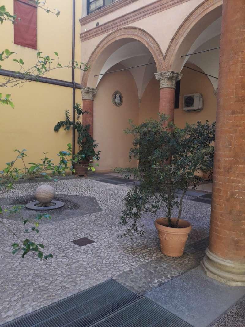 Appartamento in affitto a Bologna, 5 locali, zona Zona: 1 . Centro Storico, prezzo € 3.500 | CambioCasa.it