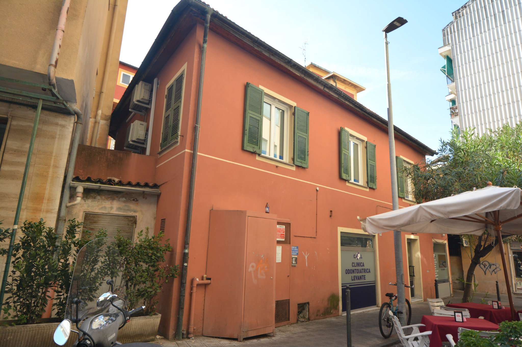 Negozio / Locale in vendita a Rapallo, 14 locali, prezzo € 400.000 | PortaleAgenzieImmobiliari.it