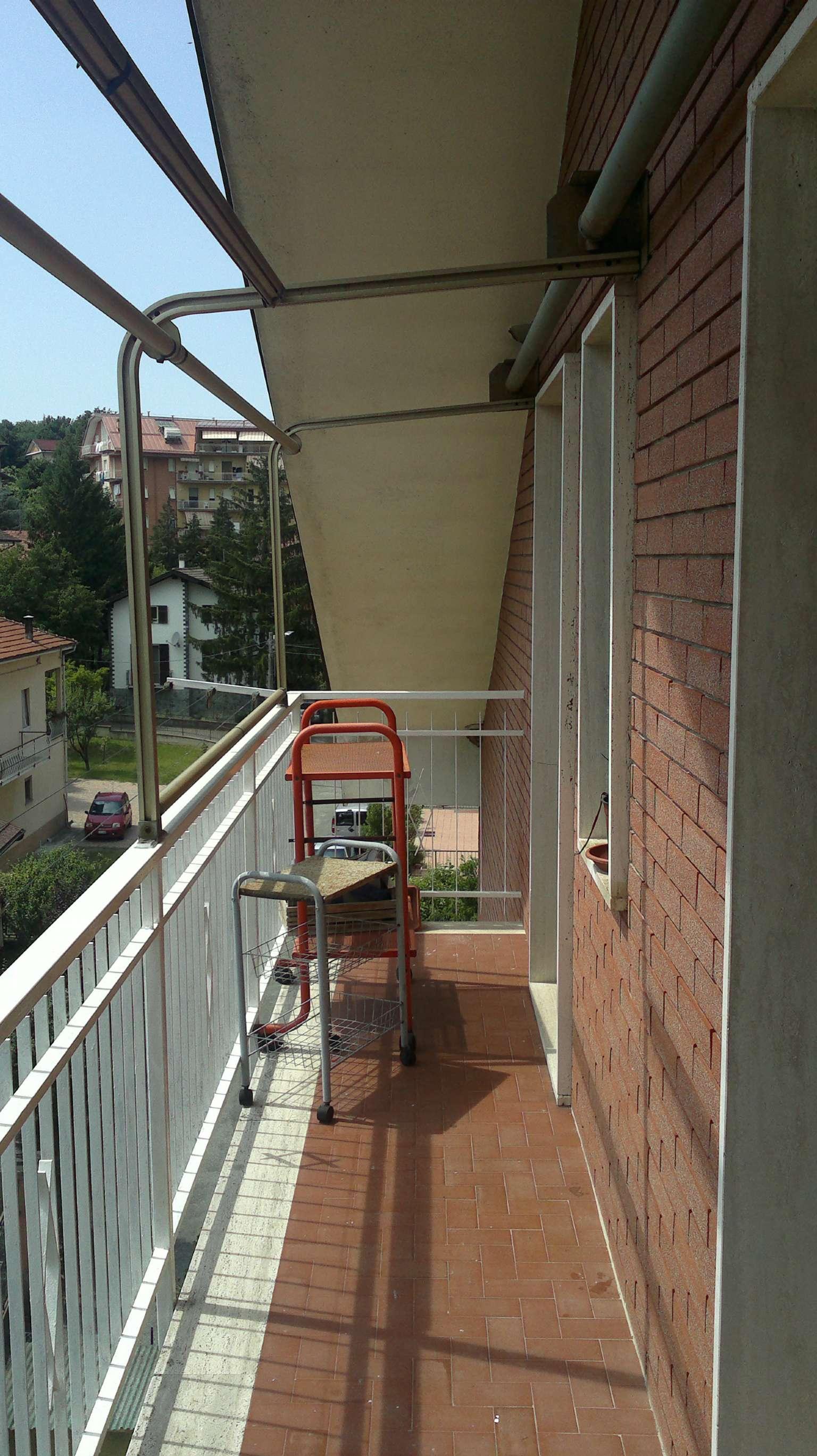 Appartamento in buone condizioni parzialmente arredato in affitto Rif. 4984754