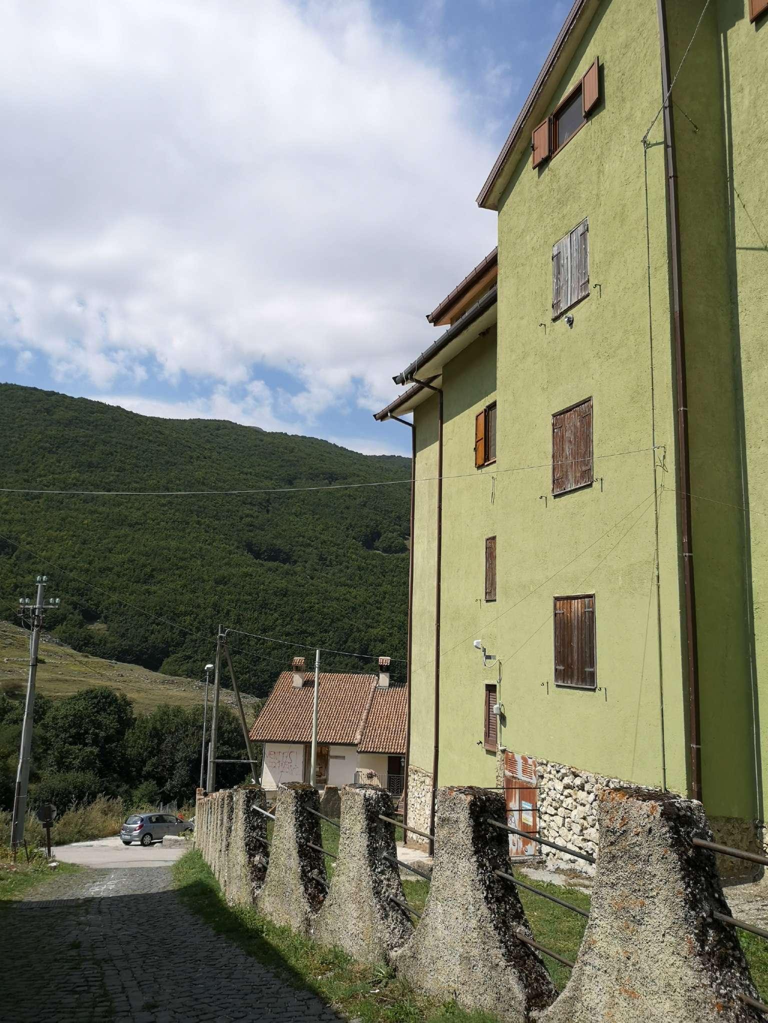 Appartamento in discrete condizioni in vendita Rif. 8911821