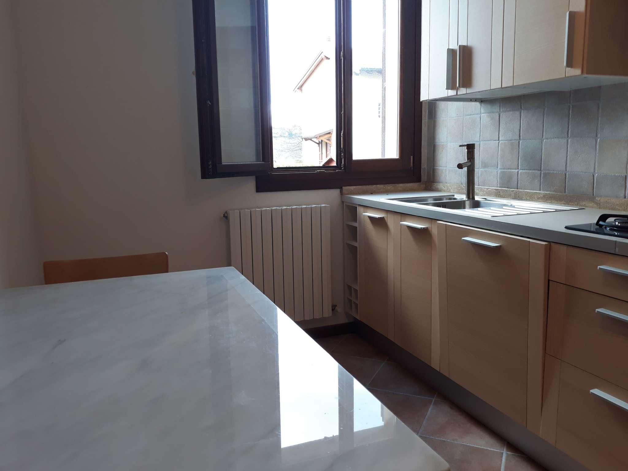 Appartamento parzialmente arredato in vendita Rif. 5972104