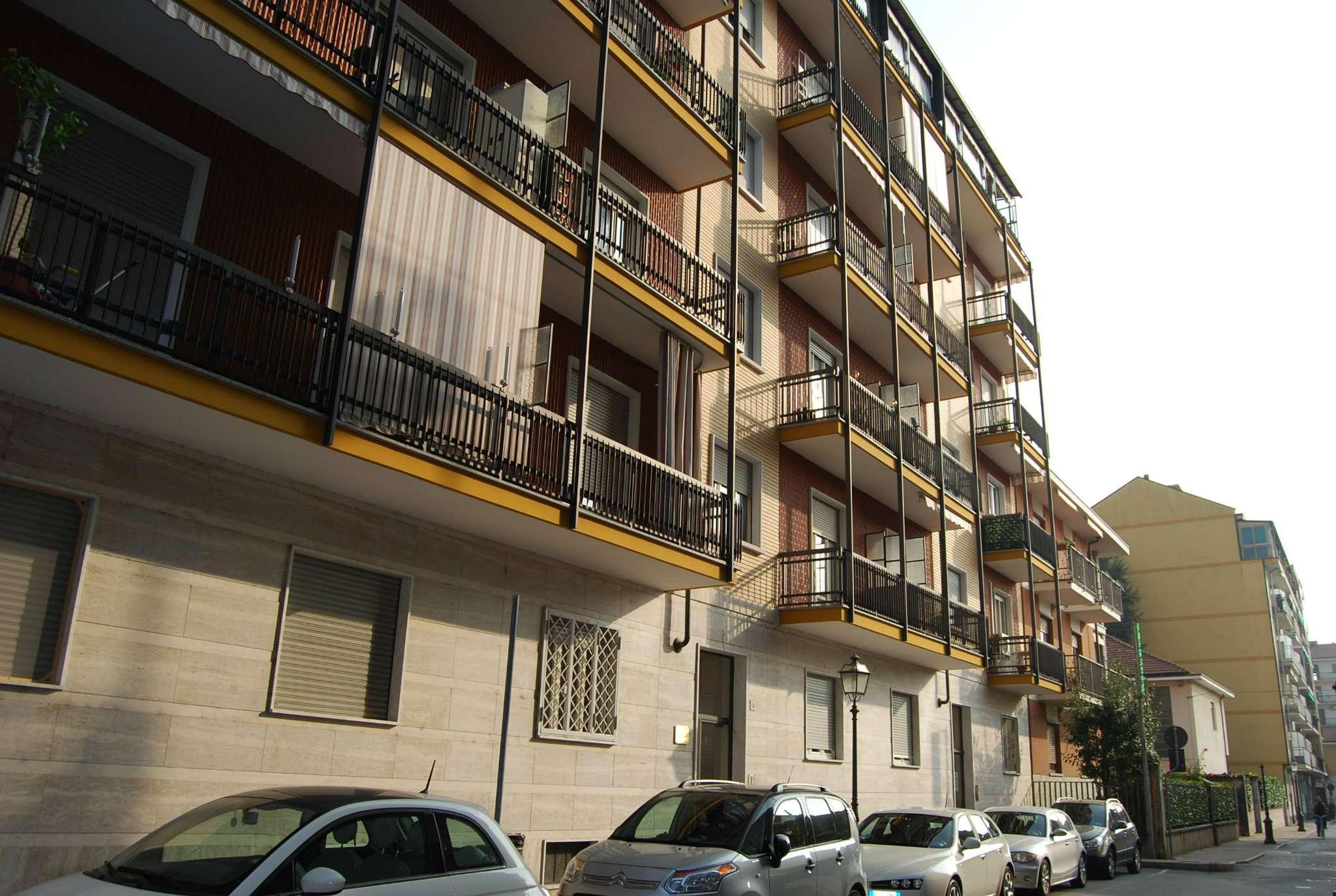 Appartamento in discrete condizioni parzialmente arredato in vendita Rif. 9344186