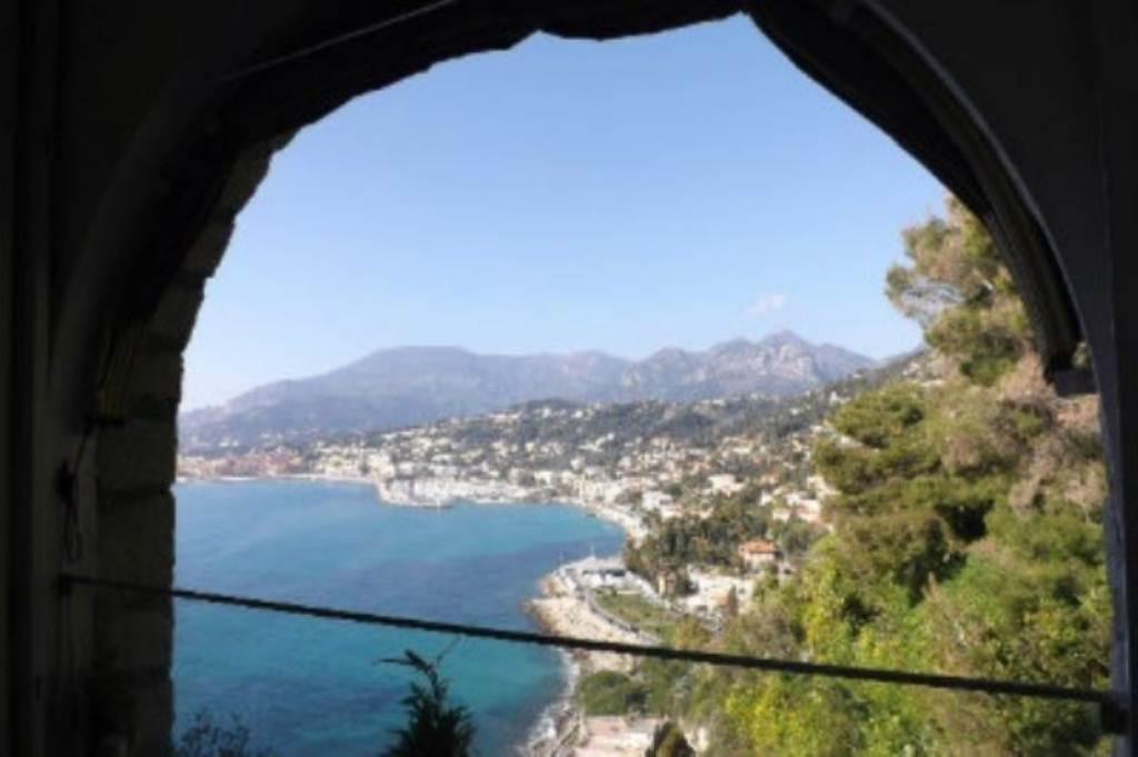 Ventimiglia in vendita casa  al confine - costa azzurra - vista mare