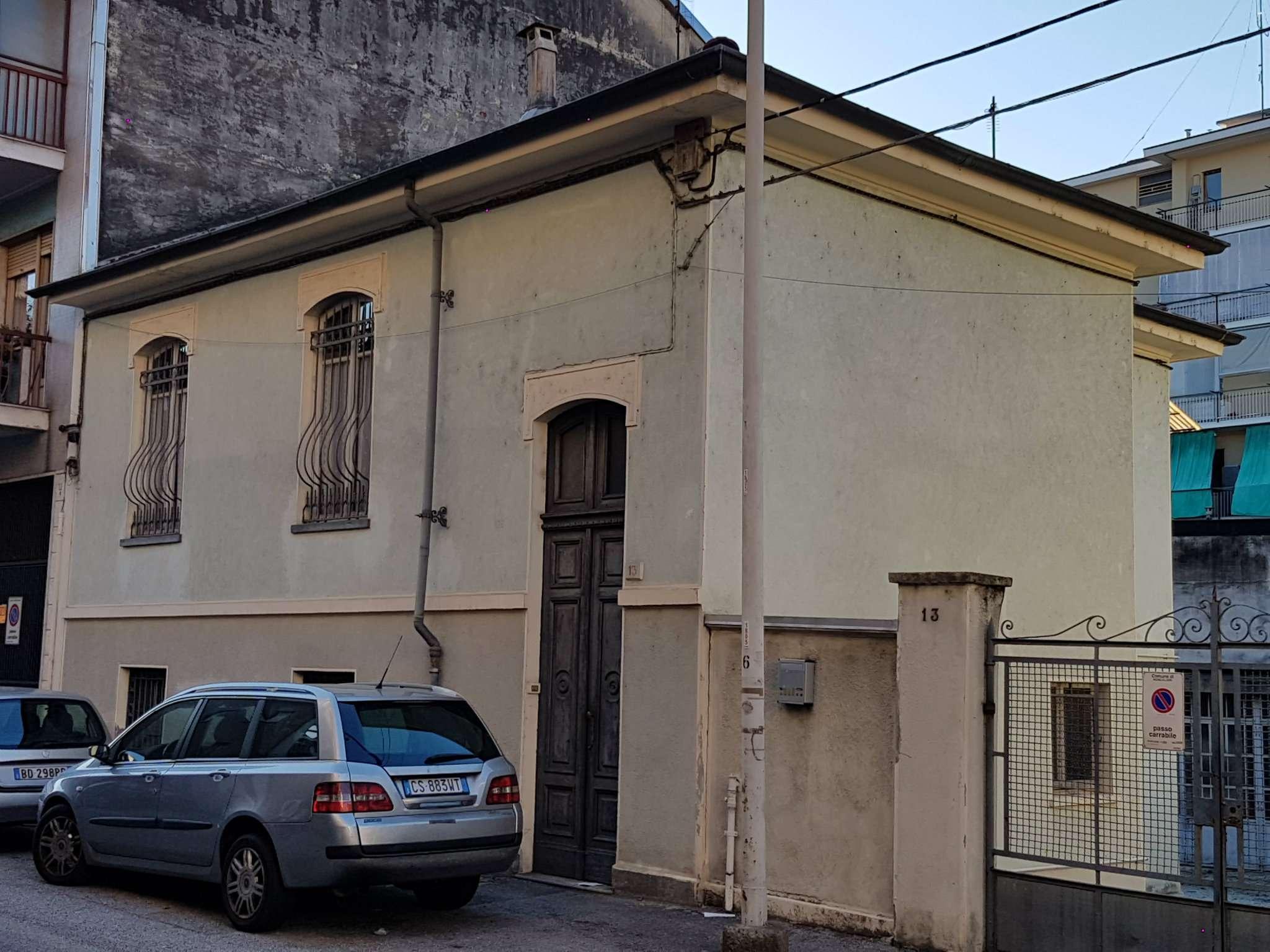 via   Zara 13 - Moncalieri - CASETTA INDIPENDENTE SU 3 LATI CON CORTILE PRIVATO ED AUTORIMESSA. ? 230.000
