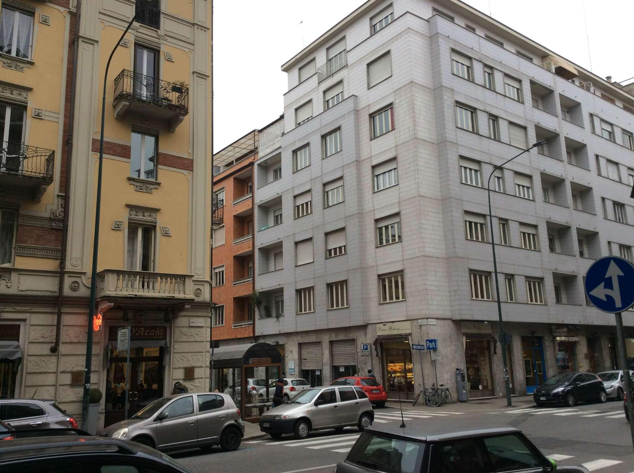 Vendita - Negozio - Torino - DUE VETRINE