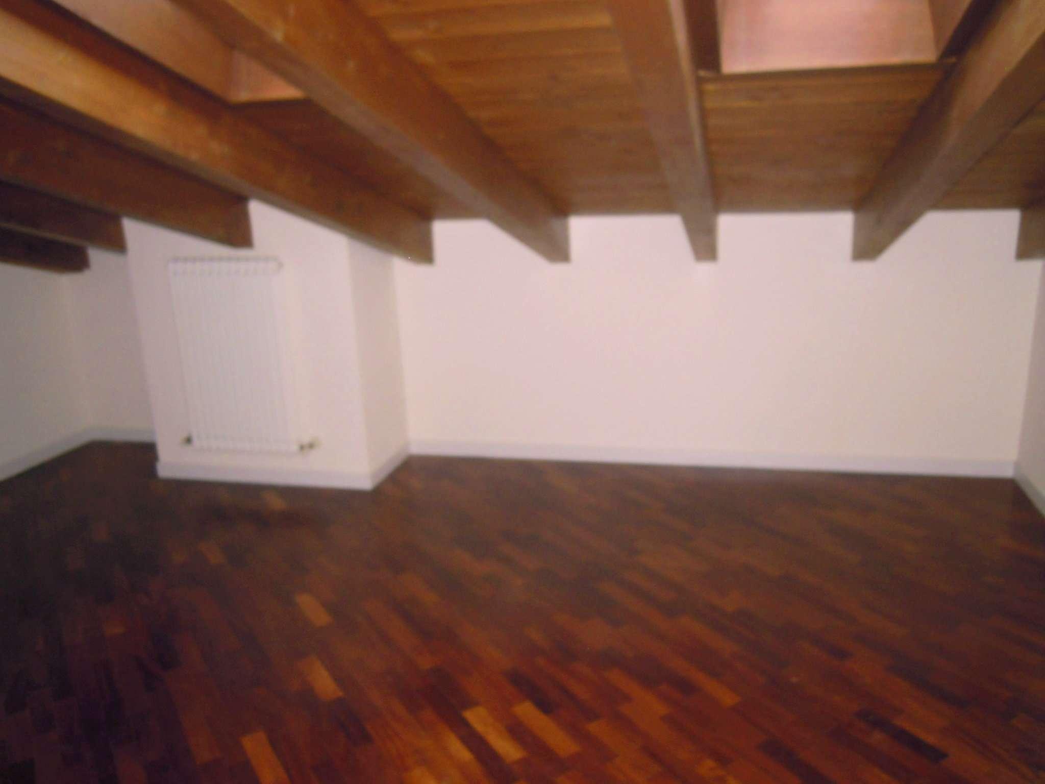 Appartamento in buone condizioni in vendita Rif. 9156903