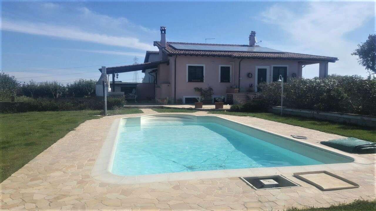 Villa Bifamiliare in vendita a Monterosi, 9 locali, prezzo € 298.000 | CambioCasa.it