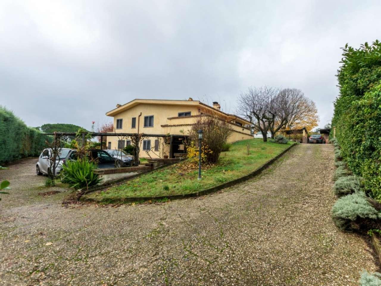 Villa in vendita a Morlupo, 9 locali, prezzo € 690.000 | CambioCasa.it