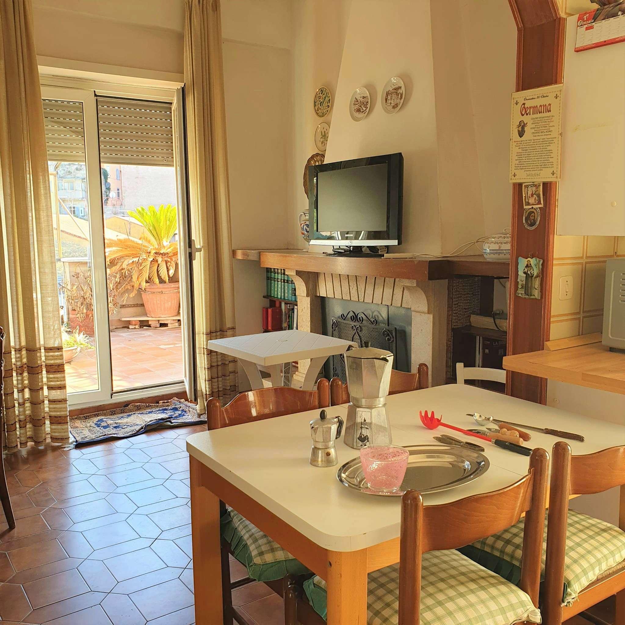 Appartamento in vendita a Marino, 7 locali, prezzo € 219.000 | PortaleAgenzieImmobiliari.it