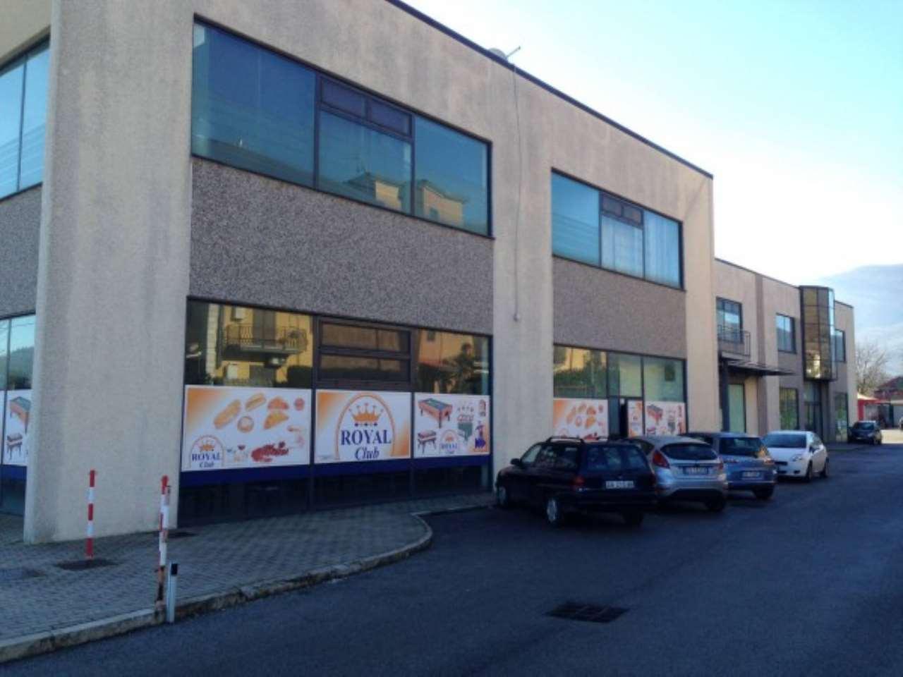 Locali a destinazione industriale-commerciale ad Avellino