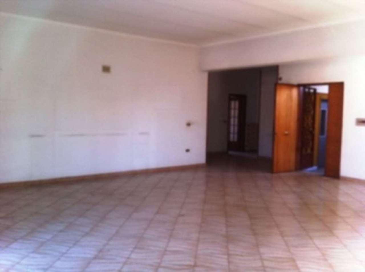 Appartamento in condizioni mediocri in affitto Rif. 4997365
