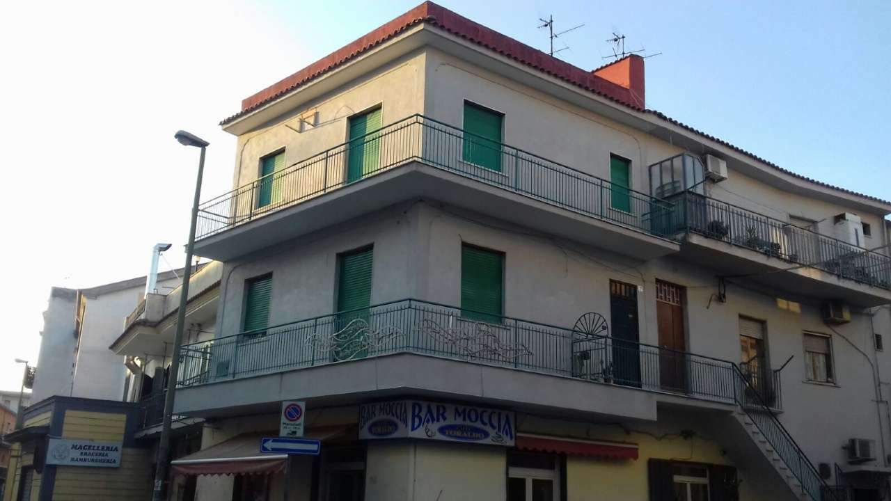 Appartamento in buone condizioni in vendita Rif. 8467374