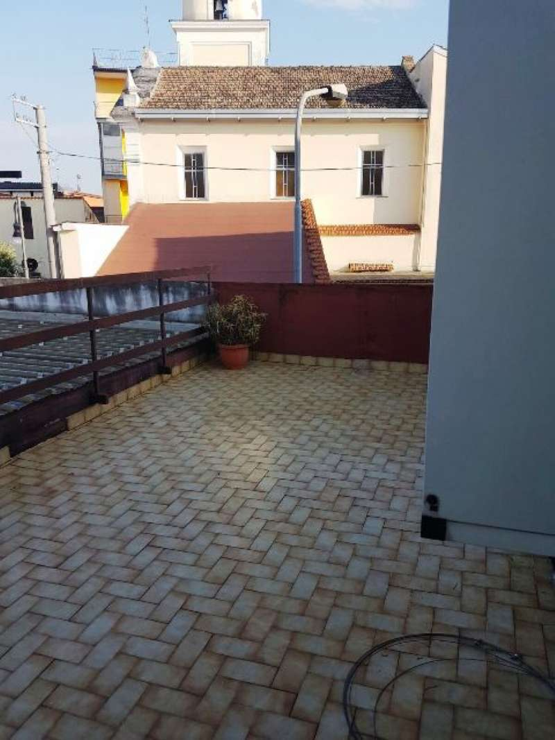 Appartamento in buone condizioni arredato in affitto Rif. 6212691