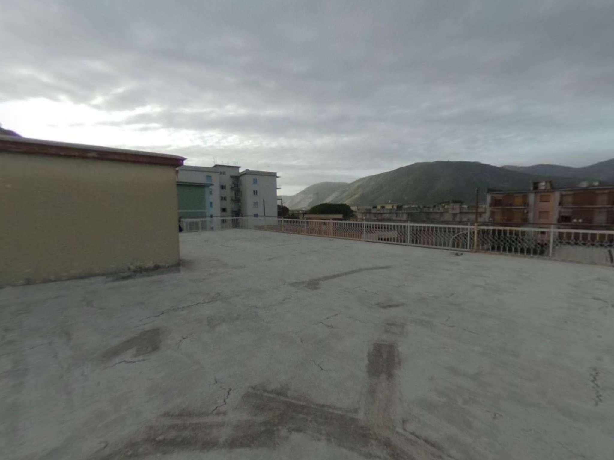 Appartamento co lastrico di copertura e posto auto in vendita nel Comune di Cicciano - Napoli