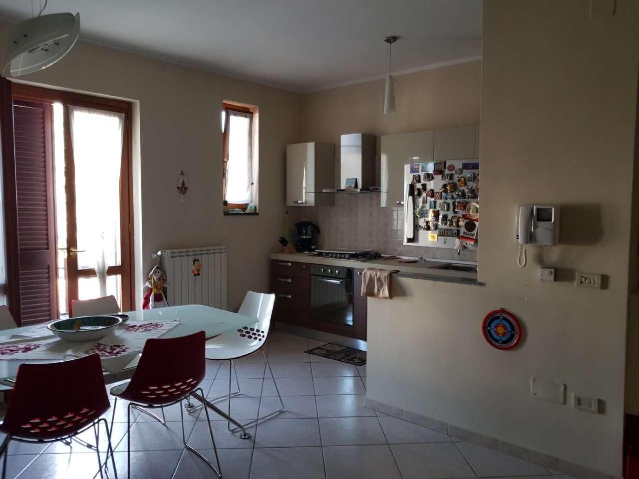 Appartamento parzialmente arredato in affitto Rif. 8202234