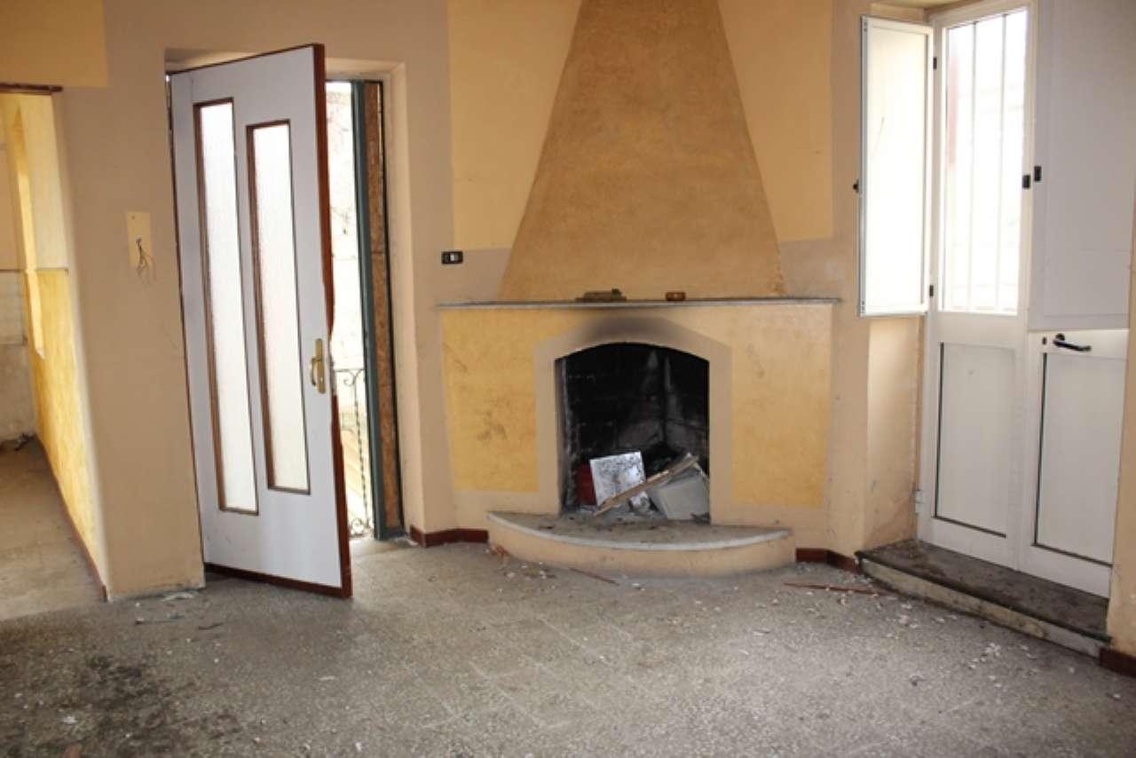 Appartamento da ristrutturare in vendita Rif. 9195580