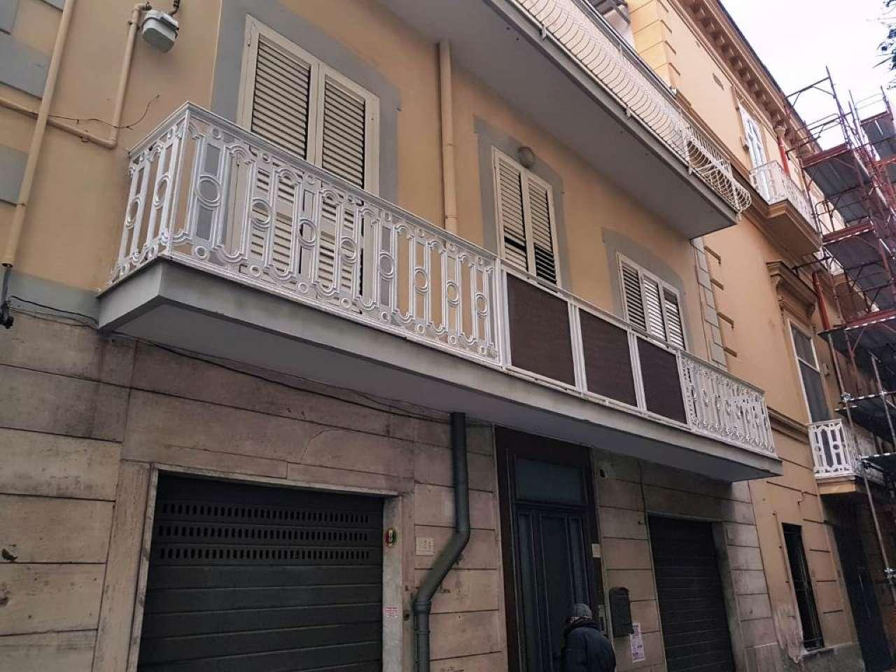 Appartamento in buone condizioni in affitto Rif. 9195581