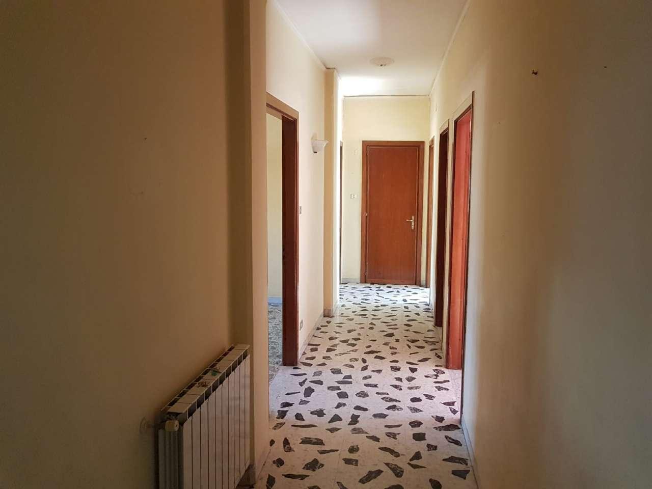 Appartamento in buone condizioni in affitto Rif. 9259193