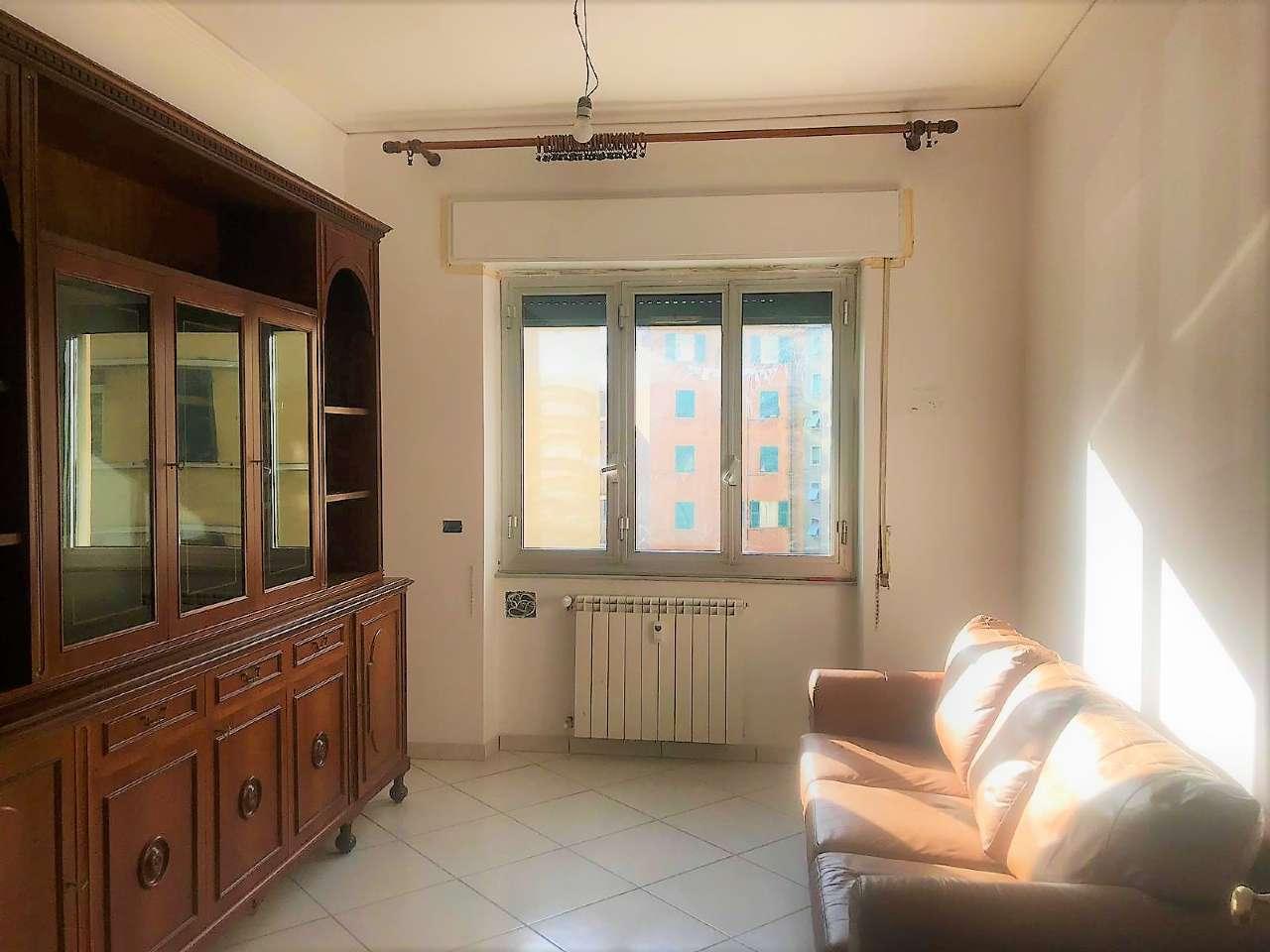 Foto 1 di Quadrilocale Via Marabotto, Genova