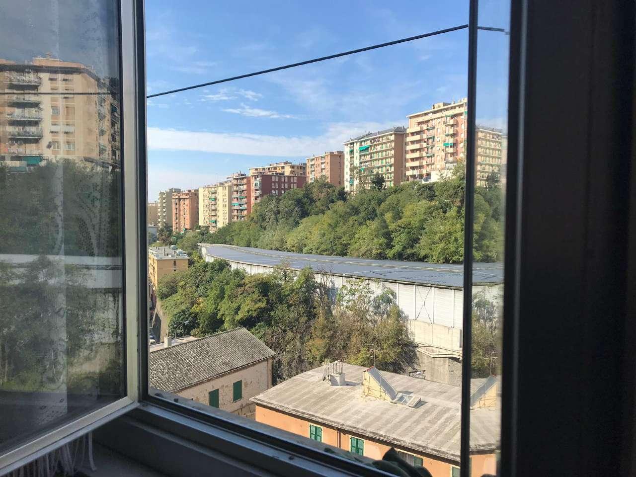 Foto 1 di Bilocale Genova