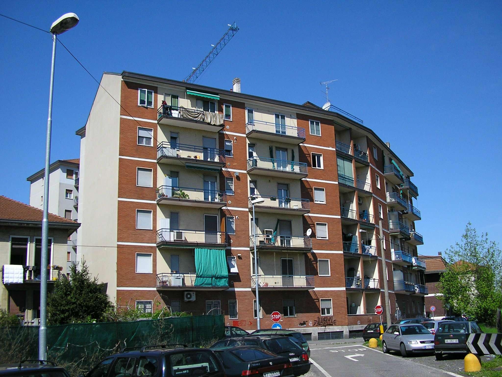 Appartamento in buone condizioni parzialmente arredato in affitto Rif. 8243184