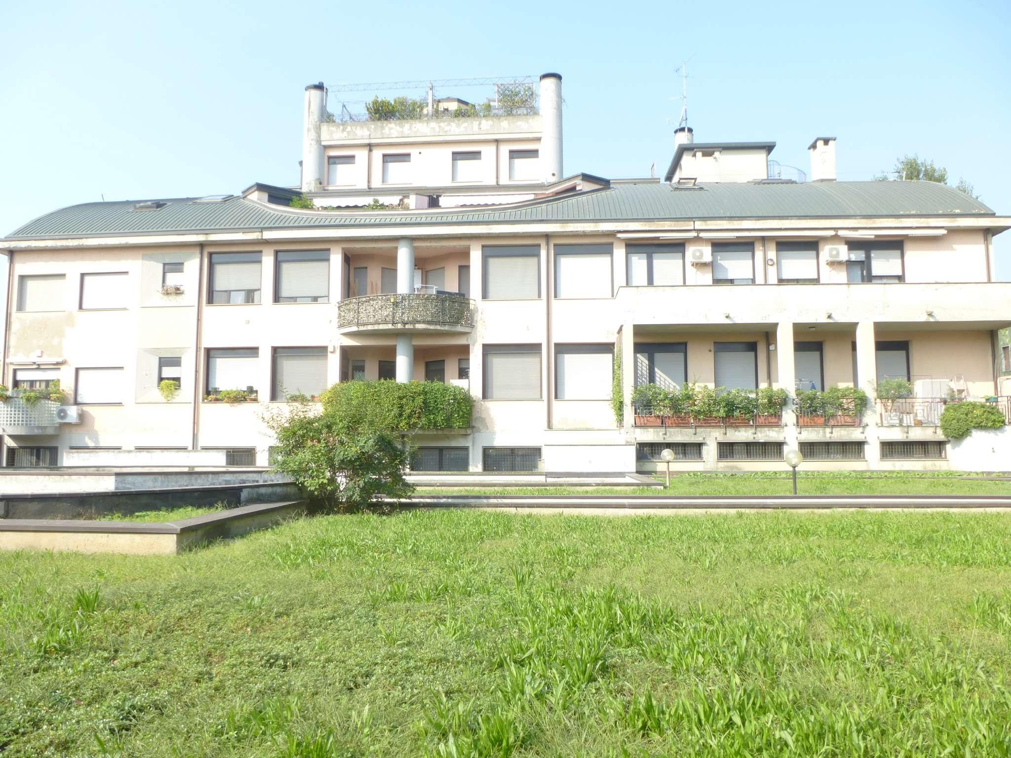 Appartamento in buone condizioni in vendita Rif. 7966825