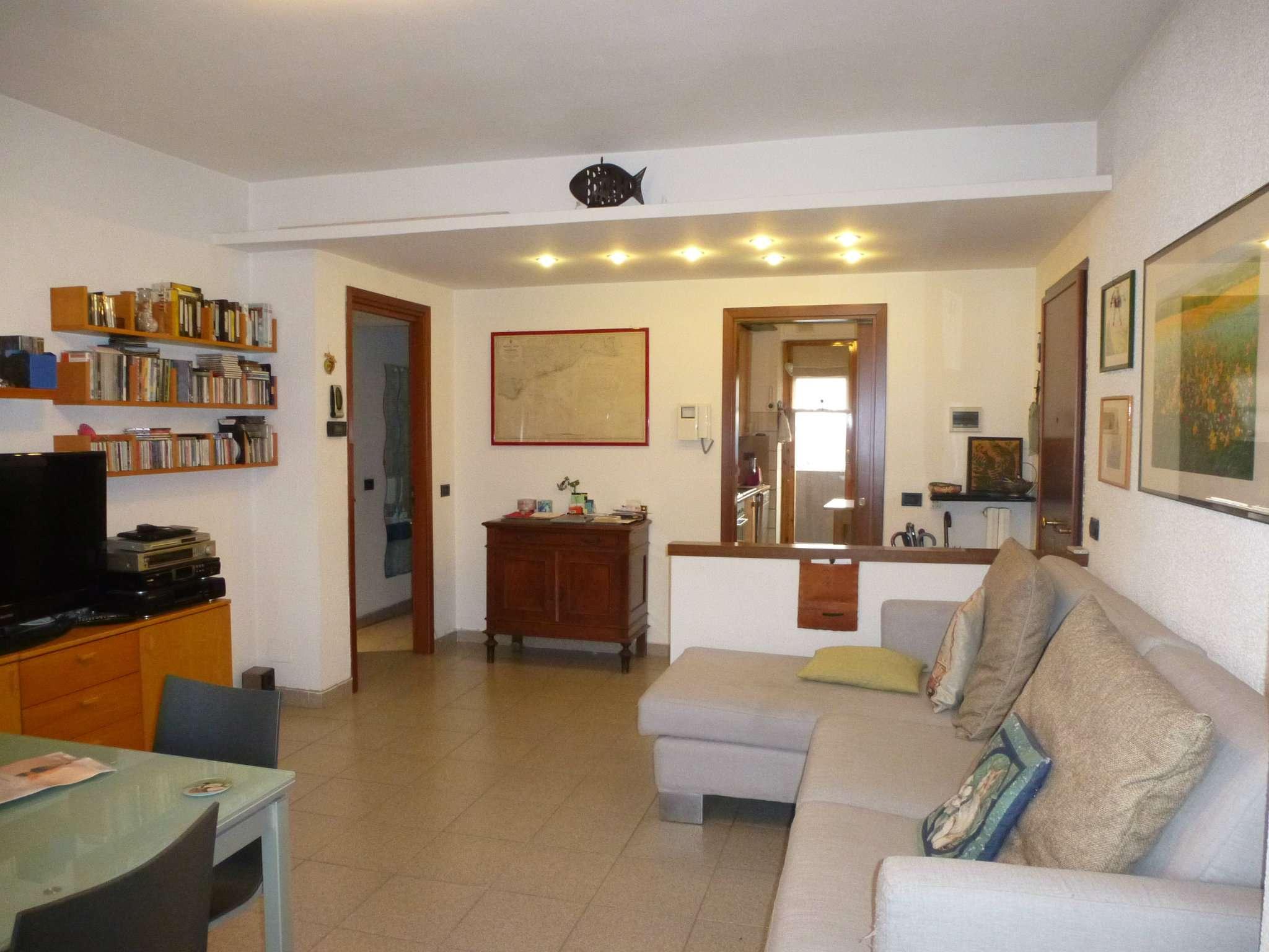 Appartamento in buone condizioni in vendita Rif. 9434440