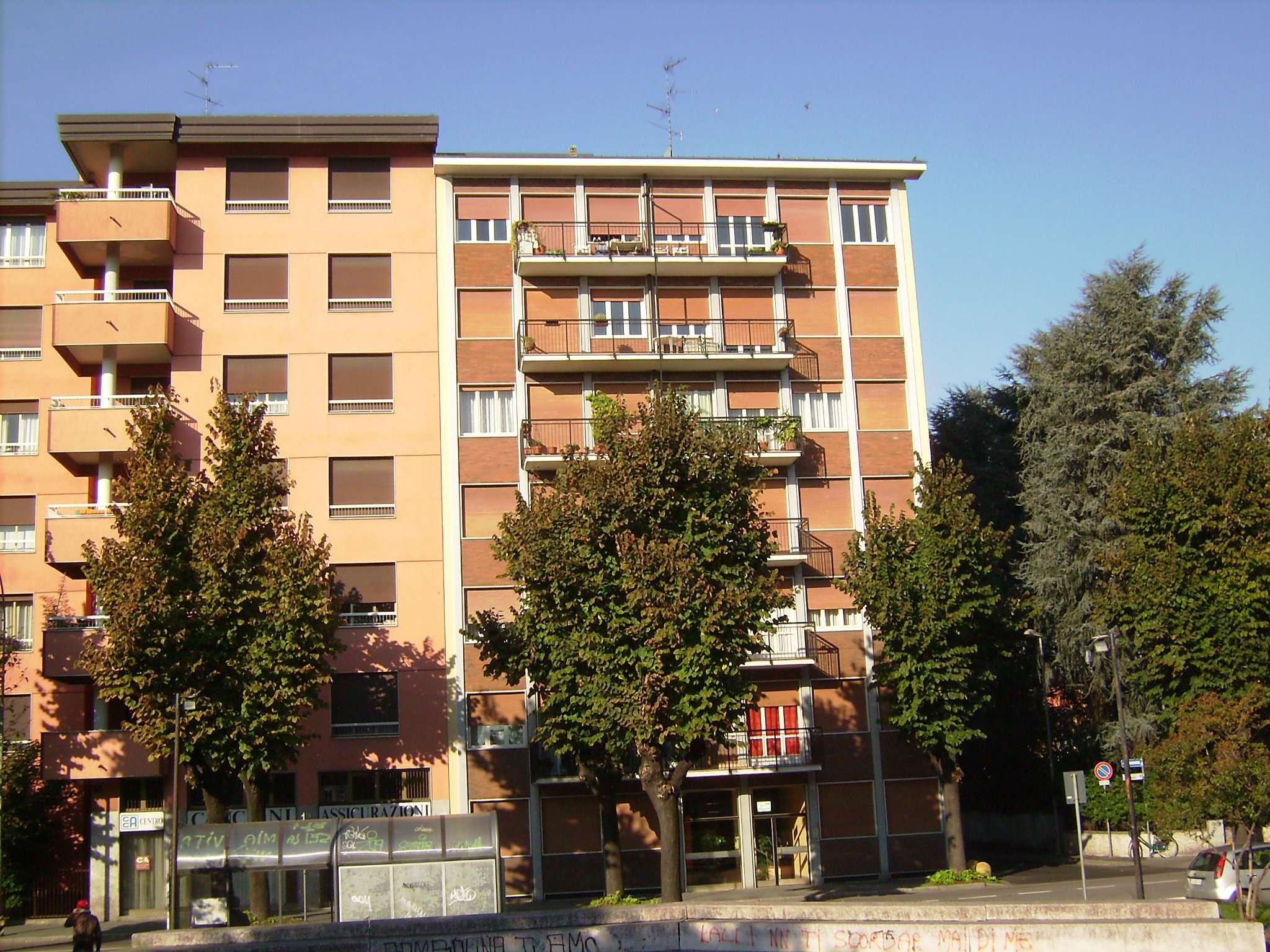 Appartamento in discrete condizioni parzialmente arredato in affitto Rif. 7494968
