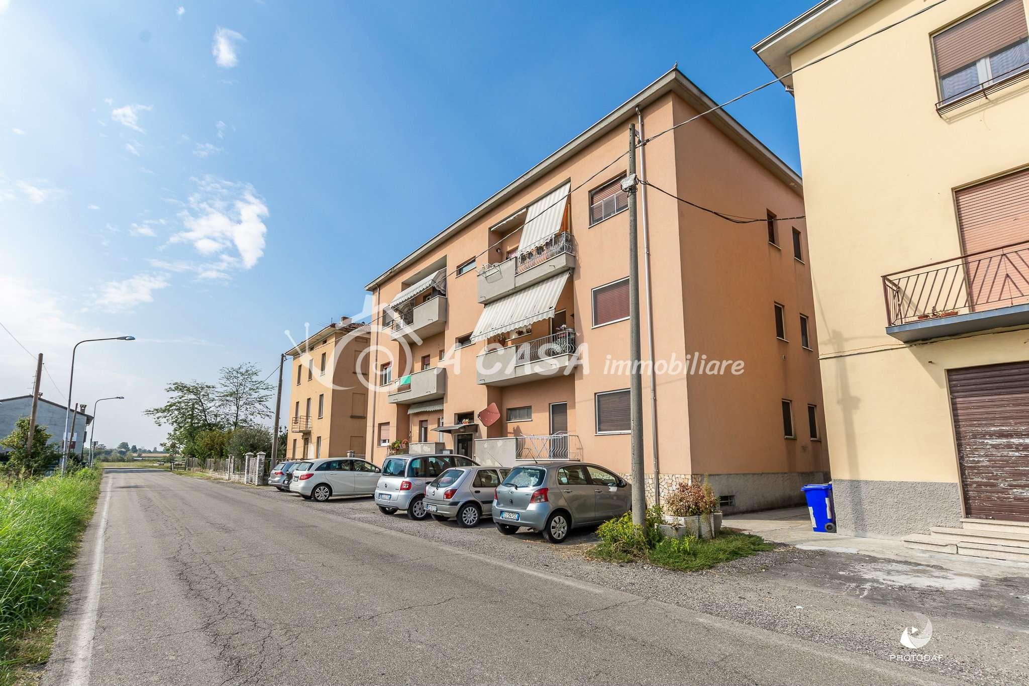 Appartamento in discrete condizioni in vendita Rif. 8065015