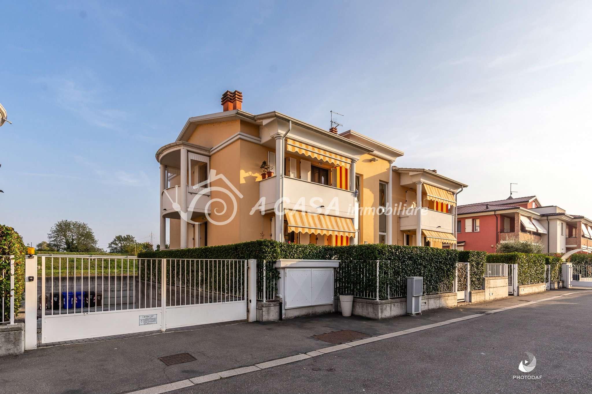 Appartamento in ottime condizioni parzialmente arredato in vendita Rif. 8140601
