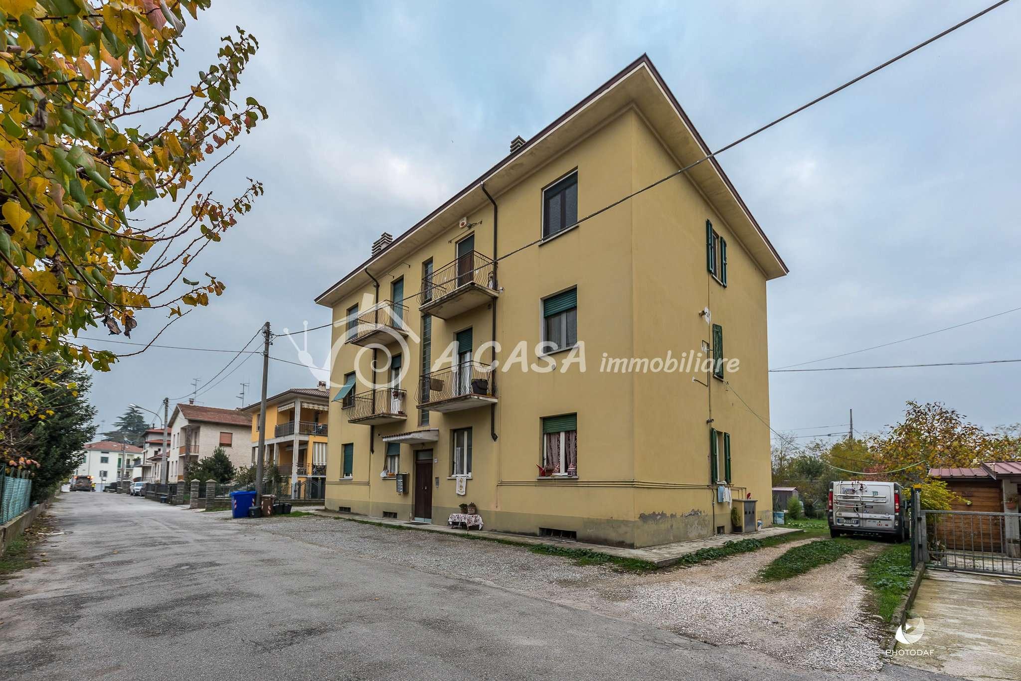 Appartamento in buone condizioni in vendita Rif. 8678417