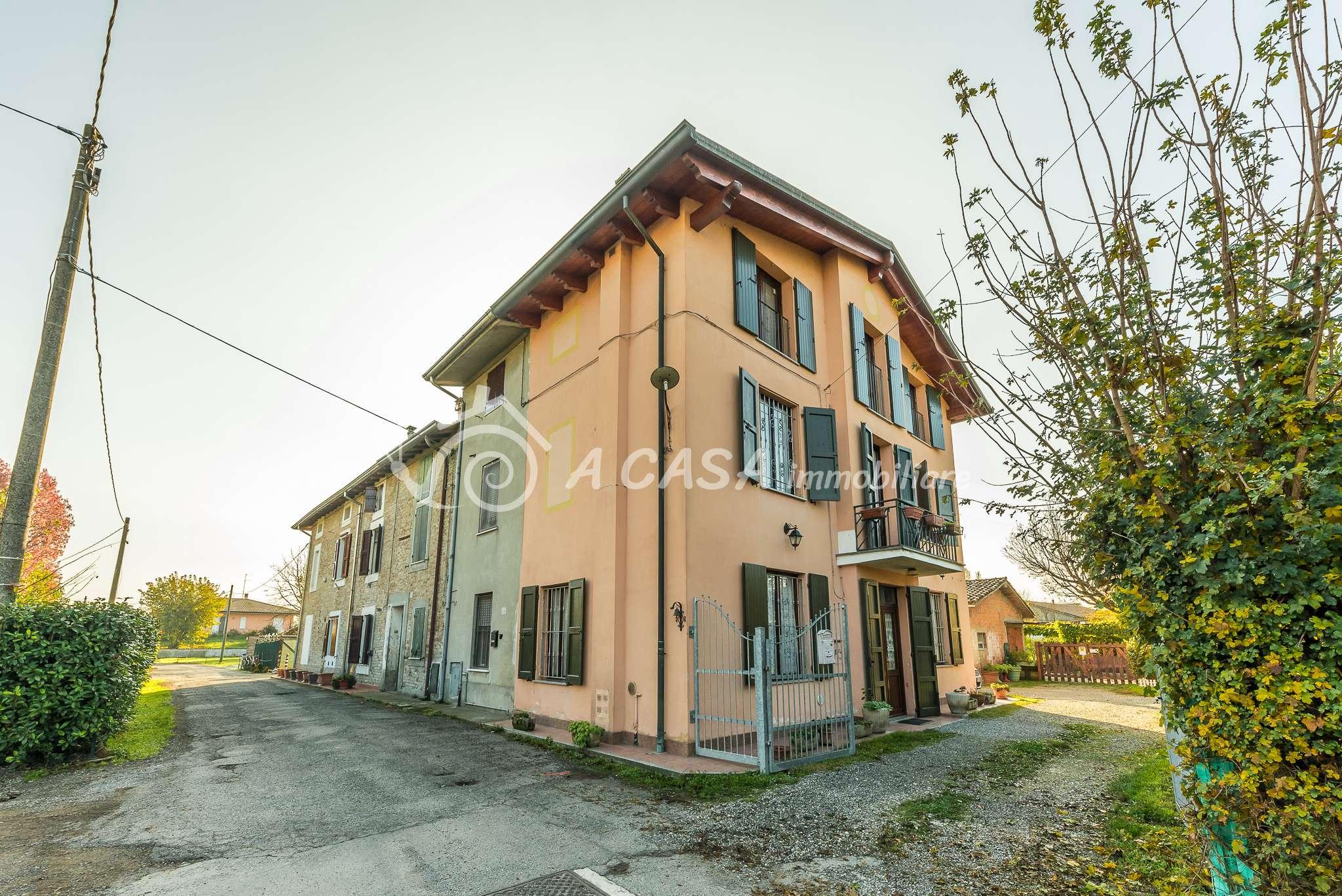 Palazzo / Stabile in vendita a Sissa-Trecasali, 4 locali, prezzo € 125.000 | CambioCasa.it