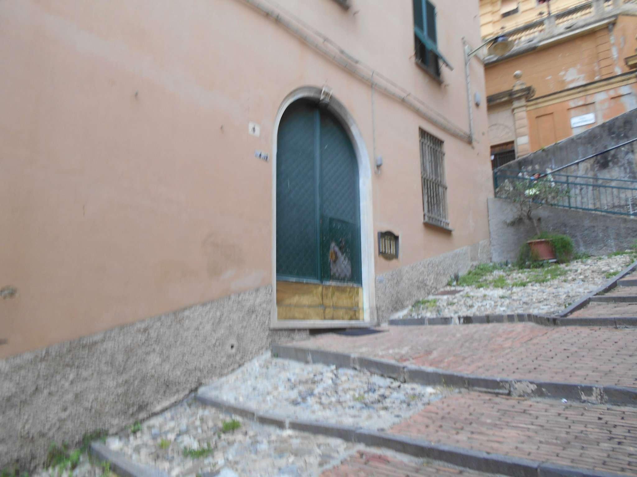 Appartamento in affitto a Genova, 5 locali, zona Centro, Centro Storico, prezzo € 700 | PortaleAgenzieImmobiliari.it