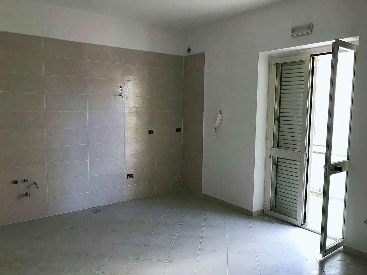 Appartamento in buone condizioni in affitto Rif. 6935660