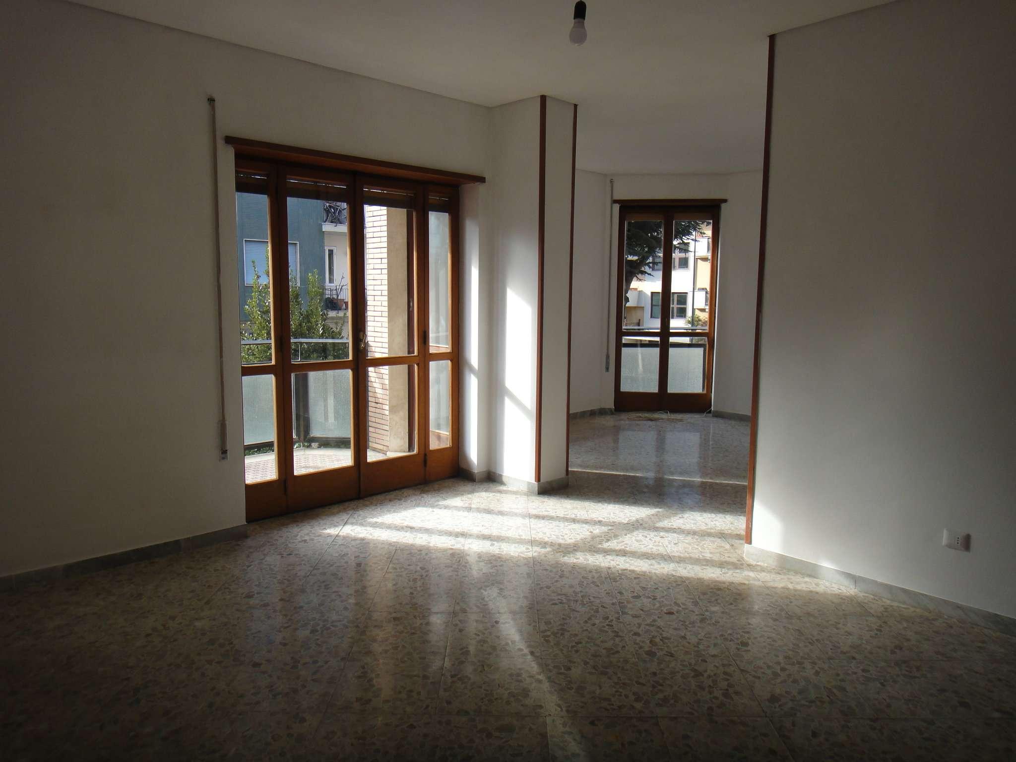 Appartamento in buone condizioni in affitto Rif. 8747059