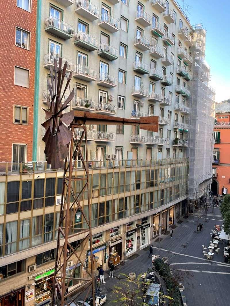 Ufficio / Studio in affitto a Napoli, 14 locali, zona Zona: 2 . Mercato, Pendino, Avvocata, Montecalvario, Porto, S.Giuseppe, Centro Storico, prezzo € 5.300 | CambioCasa.it