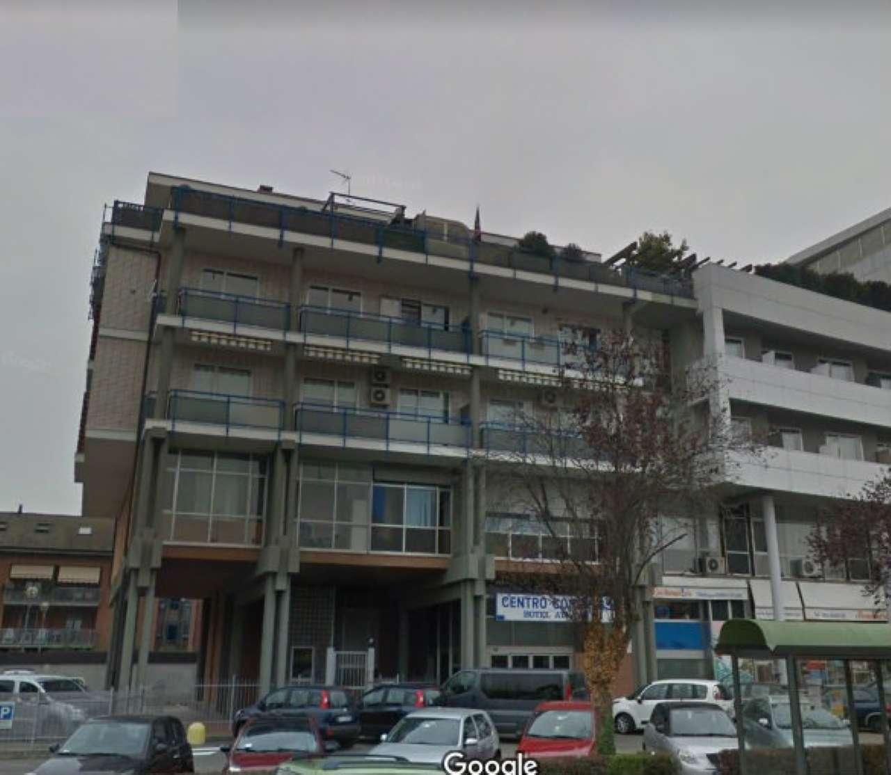 Appartamento in discrete condizioni in affitto Rif. 6473599