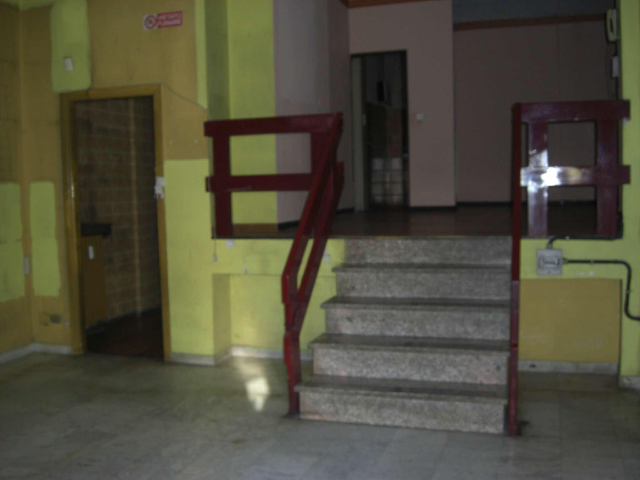 Negozio / Locale in affitto a Rivoli, 9999 locali, prezzo € 900 | CambioCasa.it