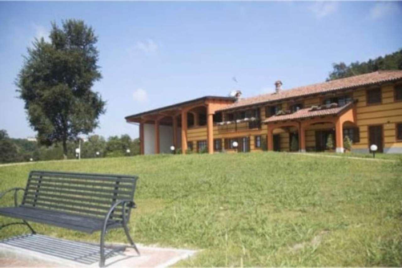 Rustico / Casale in vendita a Monteu Roero, 6 locali, Trattative riservate   CambioCasa.it