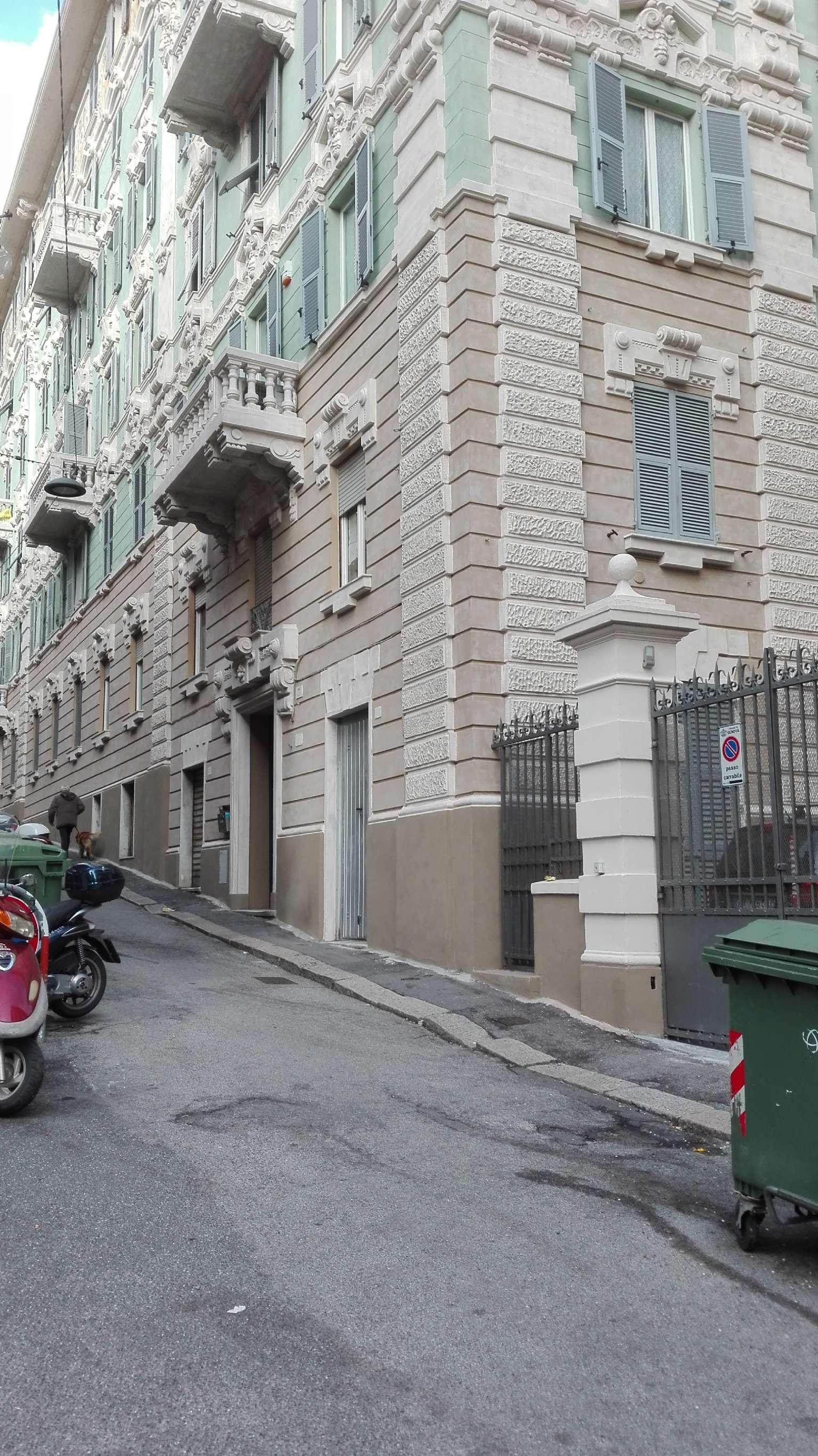 Appartamento genova vendita 135 mq riscaldamento for Accensione riscaldamento genova 2017