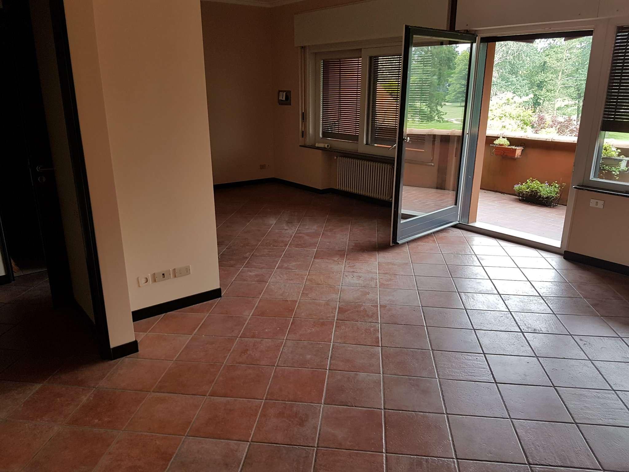Appartamento in ottime condizioni parzialmente arredato in affitto Rif. 5004700