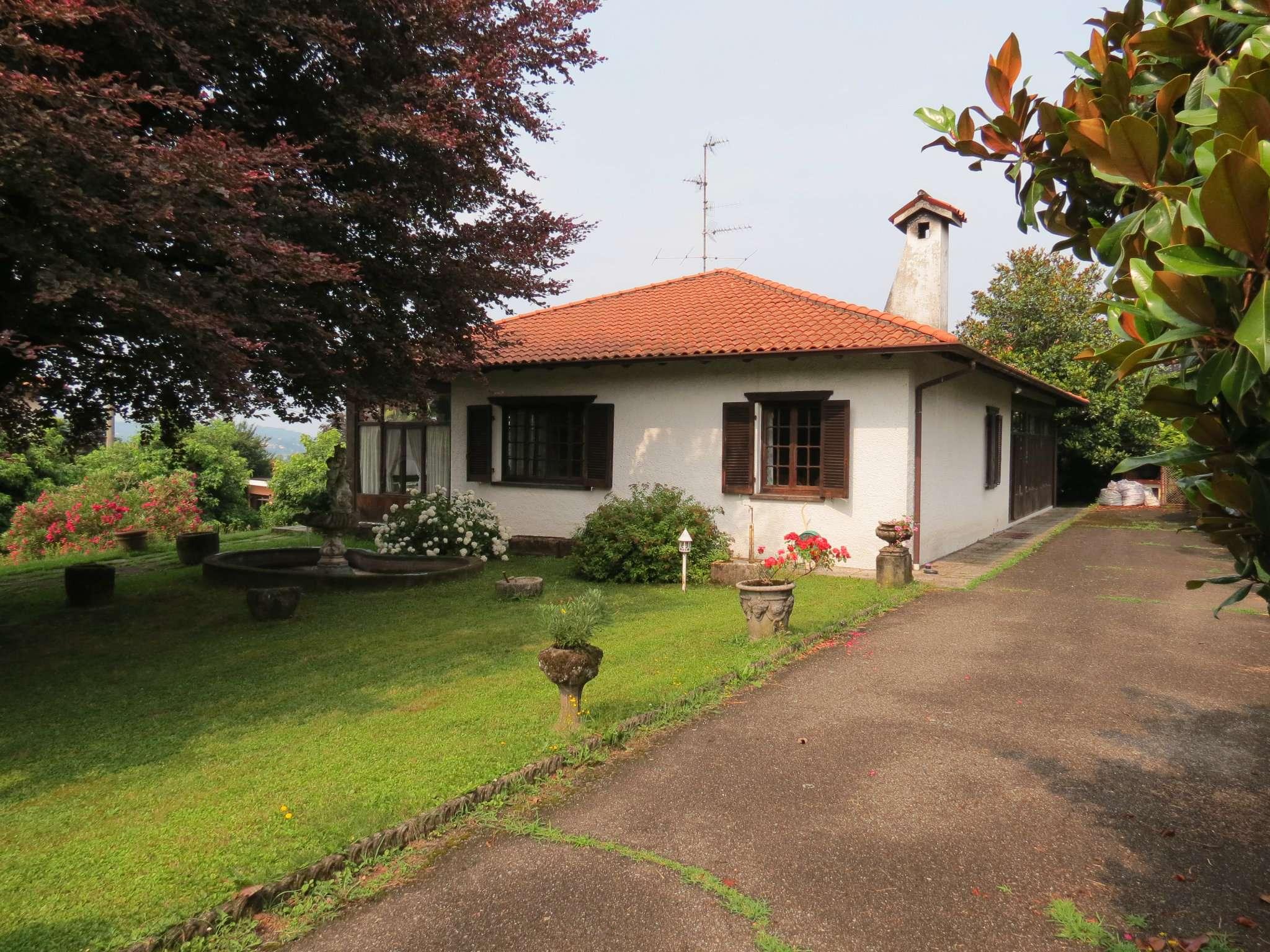 Villa in vendita a Gavirate, 6 locali, prezzo € 400.000 | CambioCasa.it