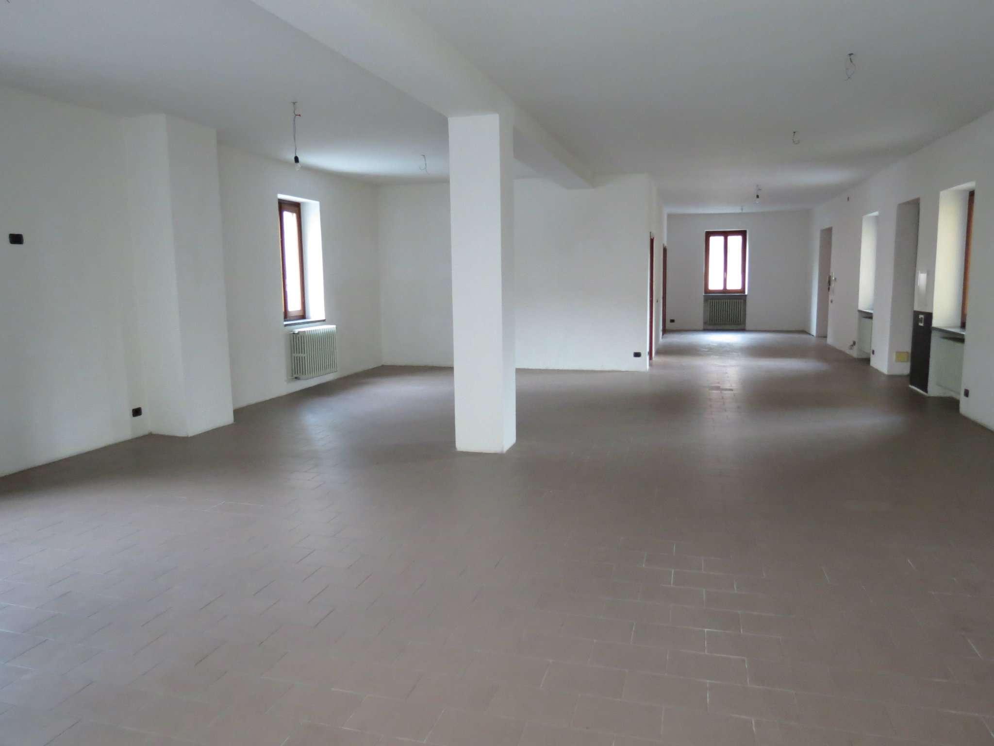 Ufficio / Studio in affitto a Olgiate Comasco, 2 locali, prezzo € 1.100 | CambioCasa.it