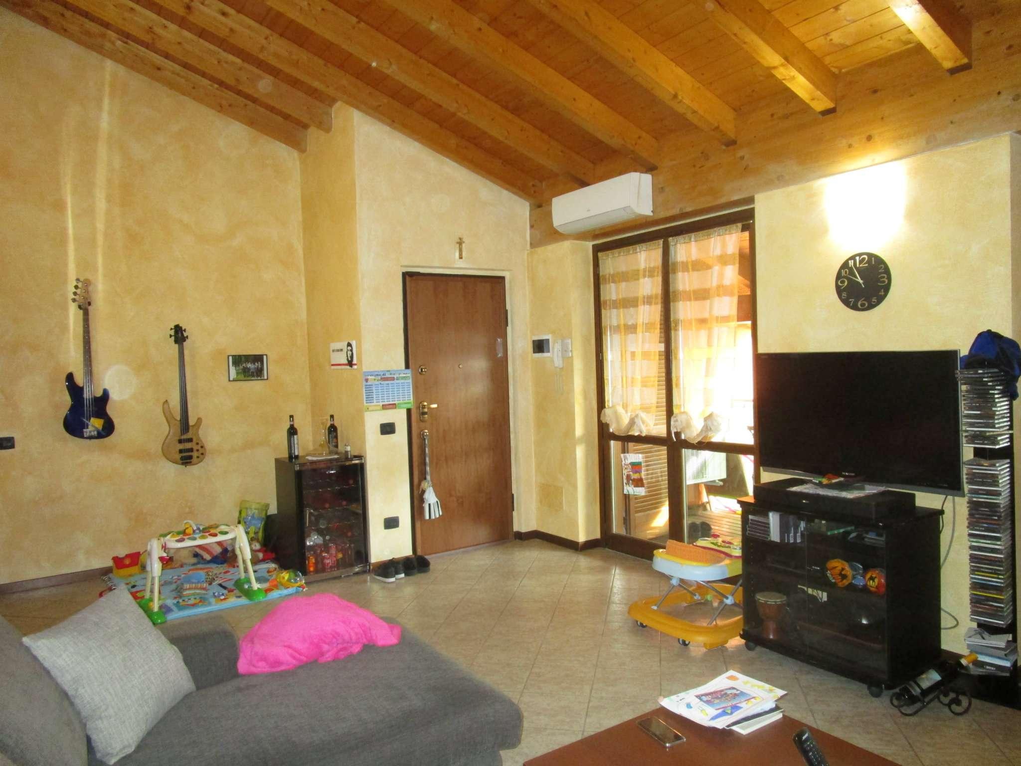Appartamento in ottime condizioni in vendita Rif. 5588860