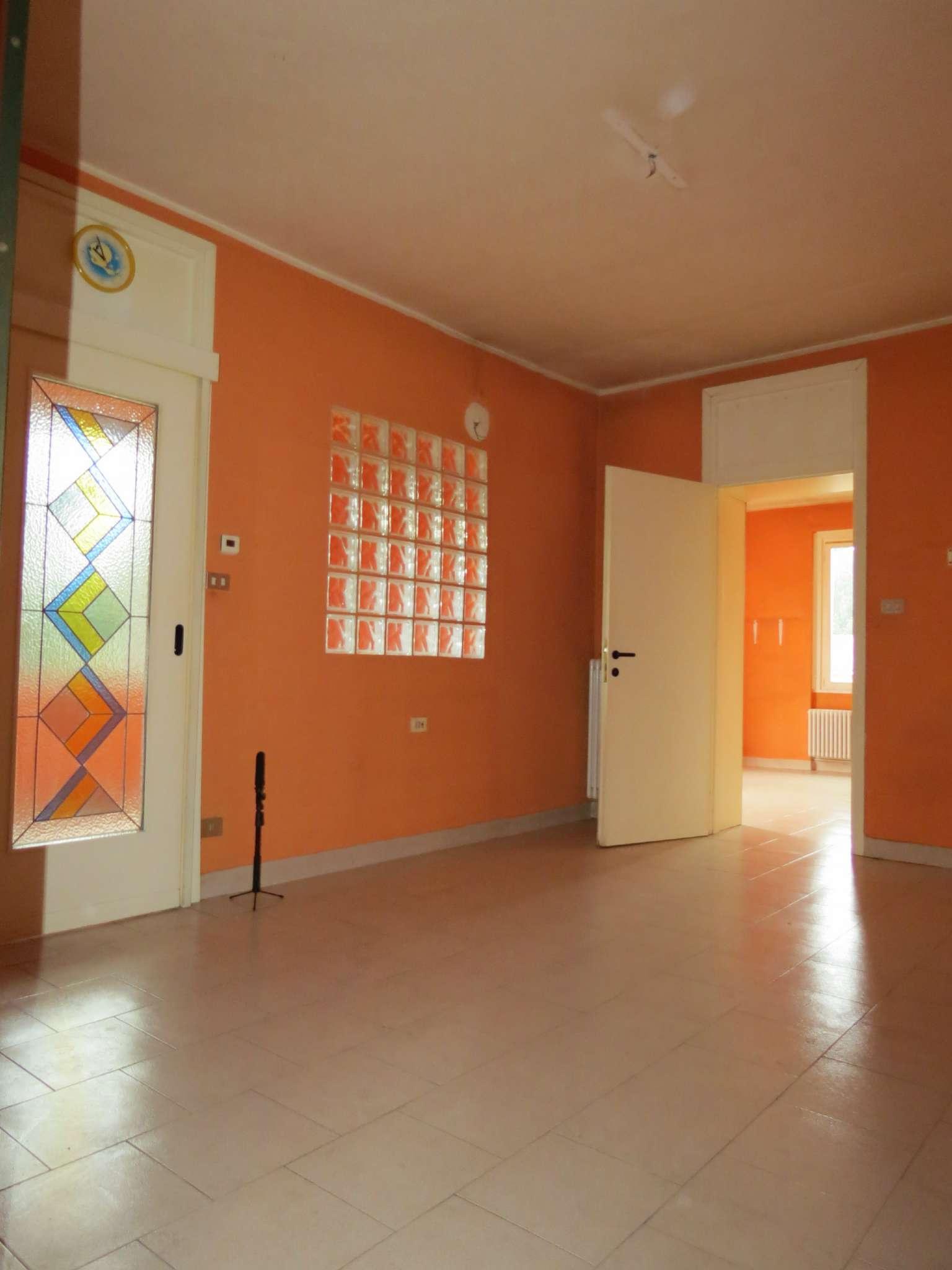 Appartamento in ottime condizioni in vendita Rif. 6976413