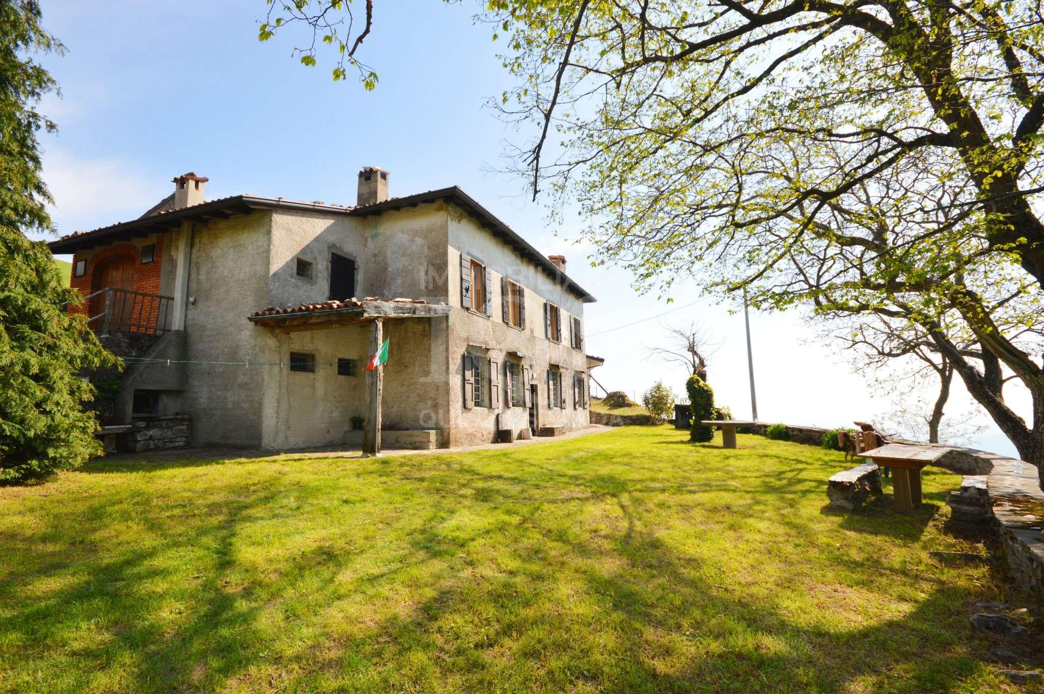 Rustico / Casale in vendita a Viadanica, 20 locali, prezzo € 350.000   PortaleAgenzieImmobiliari.it