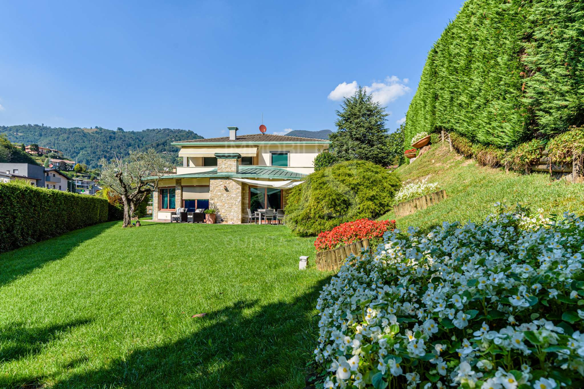 Villa in vendita a Foresto Sparso, 23 locali, prezzo € 575.000   PortaleAgenzieImmobiliari.it