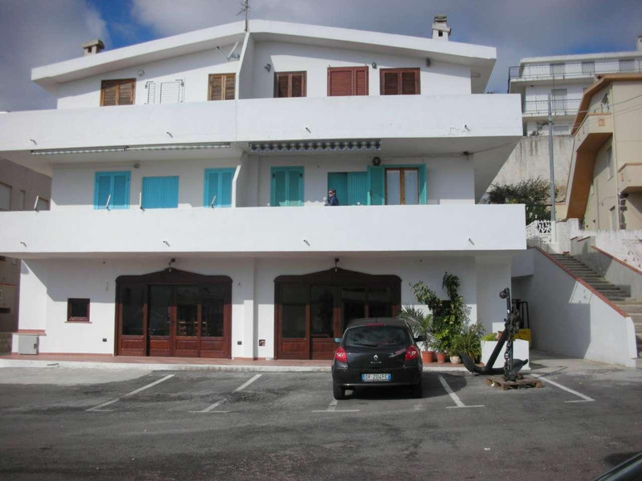 Appartamento in ottime condizioni parzialmente arredato in vendita Rif. 5005086
